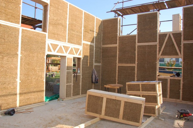 House Building Materials : Building passive house with natural materials ecocentric